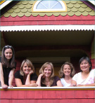 Lisa, Amy, Gisela, Andrea and Suwin sitting in a tree (house)